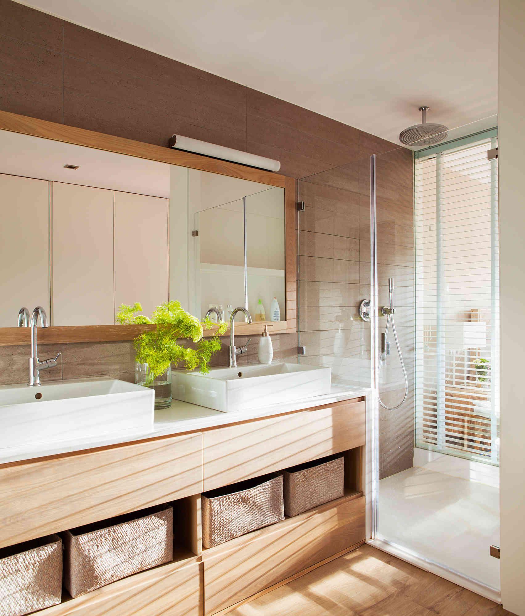 2 bano moderno con ducha que comunica con el dormitorio fontaneros madrid reparaciones urgentes madrid