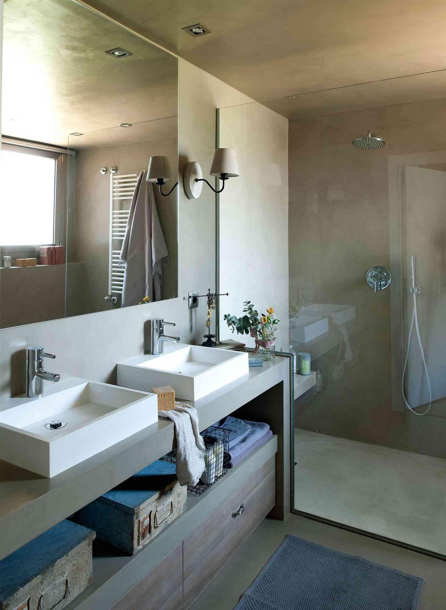 9 bano con ducha revestida de microcemento y lavabo doble fontaneros madrid reparaciones urgentes madrid