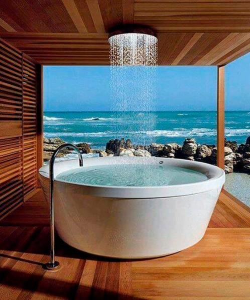 jacuzzi junto al mar con ducha fontaneros madrid